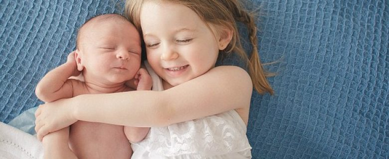 Top tips for helping your firstborn accept a baby sibling